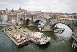 Carrying out protective envelopes around the piers no. 8 and 9 of the Charles Bridge in Prague