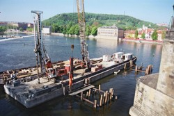 Impact driving of oak piles into pre-drilled holes carried out with use of continuous auger; reconstruction of ice-breakers at the Charles Bridge in Prague