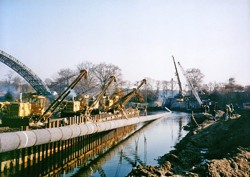 Lowering and retraction of a gas line siphon DN 1000 under the Vltava river, Nové Ouholice