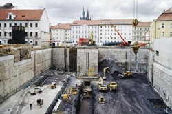 Construction diaphragm walls bracing a foundation pit are anchored at two levels with strand ground anchors, the business centrum Myslbek, Praha 2b 2c