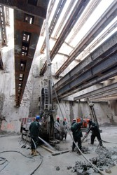 Strutting of deep diaphragm walls with a huge jet grouting block; the technological centre of the Královopolské Tunnels in Brno