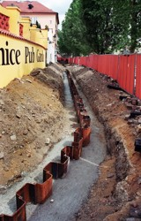 A continuous cut-off wall carried out with the use of vibrated sheet piles between the říční Street and the Charles Bridge area; anti-flood protection measures in the capital city of Prague